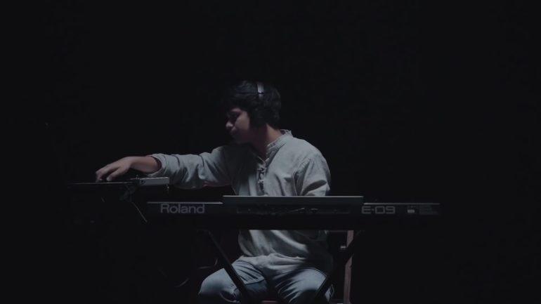 Sourav Dey performing Aas Paas Ye Doriyaan